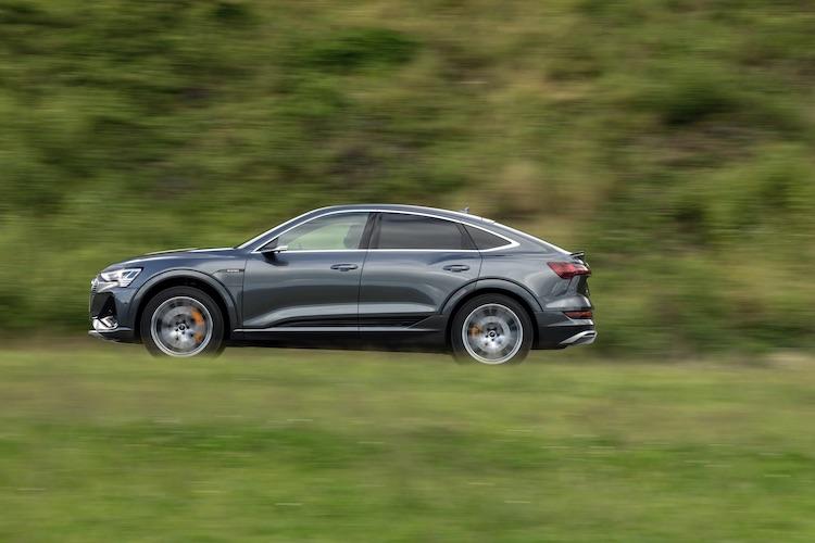 自動車メーカーが本気で作った電気自動車、e-tronの実力とは?