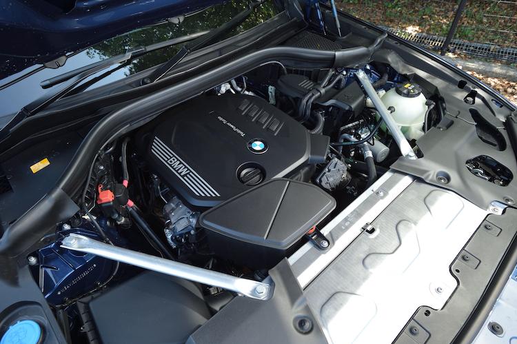 <p>最高出力190ps/最大トルク400Nmを発生する高出力型の2リッター直4ディーゼルターボを搭載。WLTCモード燃費は14km/lとなる。</p>
