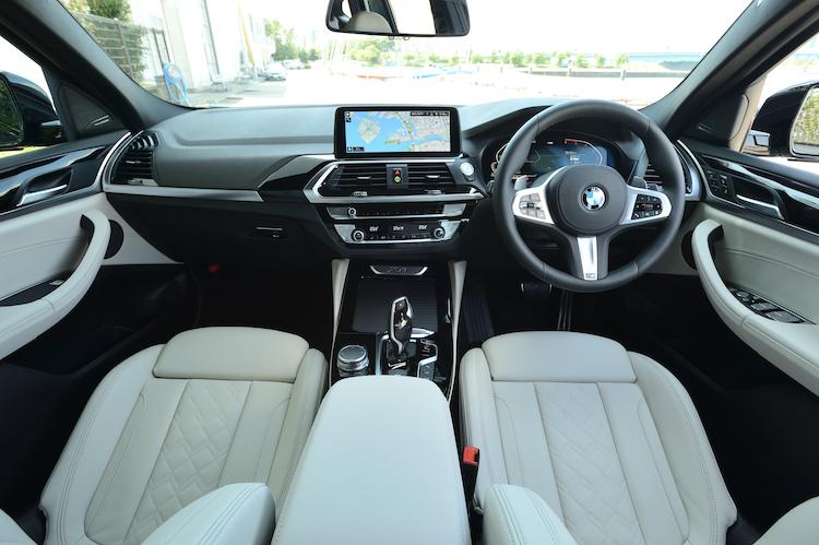 <p>アクティブ・クルーズ・コントロールなどを備えた安全機能・運転支援システムのドライビング・アシスト・プラスを標準とした。</p>