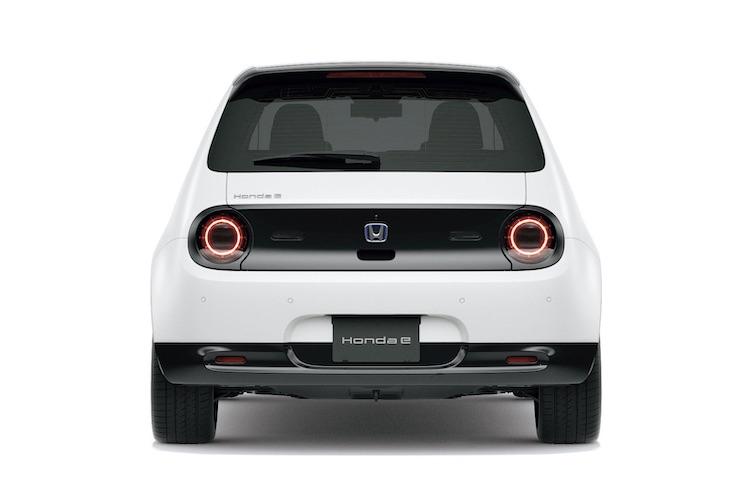 <p>車内Wi-Fiや電源が使えるので、どこでも趣味を楽しんだり仕事ができるモビリティを実現する。</p>