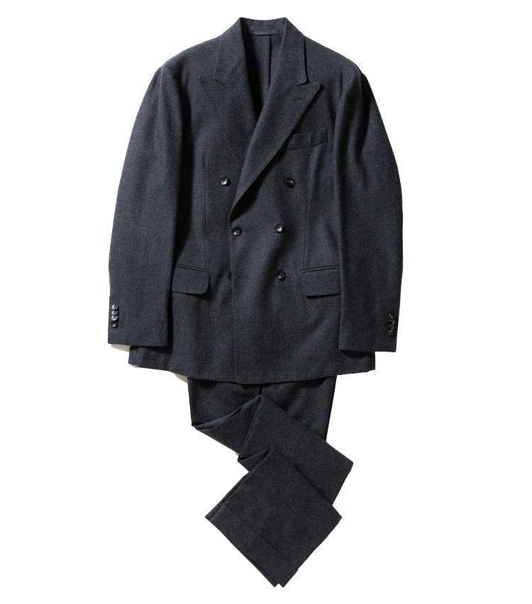 <p><strong>1.サルトリオのグレーダブルスーツ</strong><br /> ウールフランネルのダブルスーツ。クラシックな面持ちながら、軽く柔らかなアンコン仕立ては、貫禄もみせつつ、懐深さを示すのにうってつけ。インナー次第では、休日スーツにも。23万円(ストラスブルゴ TEL0120-383-563)</p>