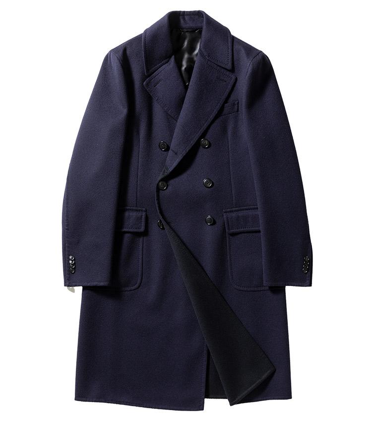<p><strong>24.ベルヴェストのネイビーコート</strong><br /> その着姿には貫禄と威厳が漂うものの、着心地は軽やか。理由は、ウールにカシミアとナイロンをブレンドしたダブルフェイス生地。とはいえ決してペラペラというわけではなく、優雅なドレープを描いてくれる。27万円(グジ 東京店 TEL03-6721-0027)</p>