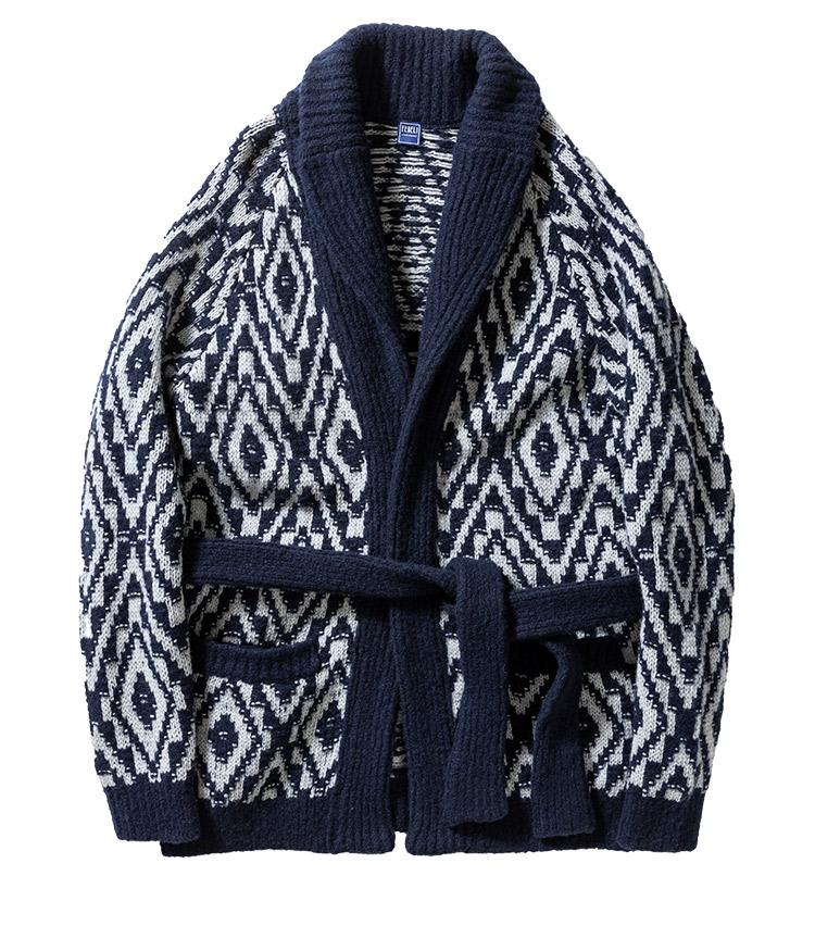 <p><strong>29.フェデリのニットガウンカーディガン</strong><br /> ニットカーディガン人気の今、休日のリラックスコーデに羽織るならショールカラーのこんな1着を。包み込むようなボリューム感がありながら、ウールにカシミアなどをブレンドすることで軽い着心地に。12万円(トレメッツォ TEL03-5464-1158)</p>