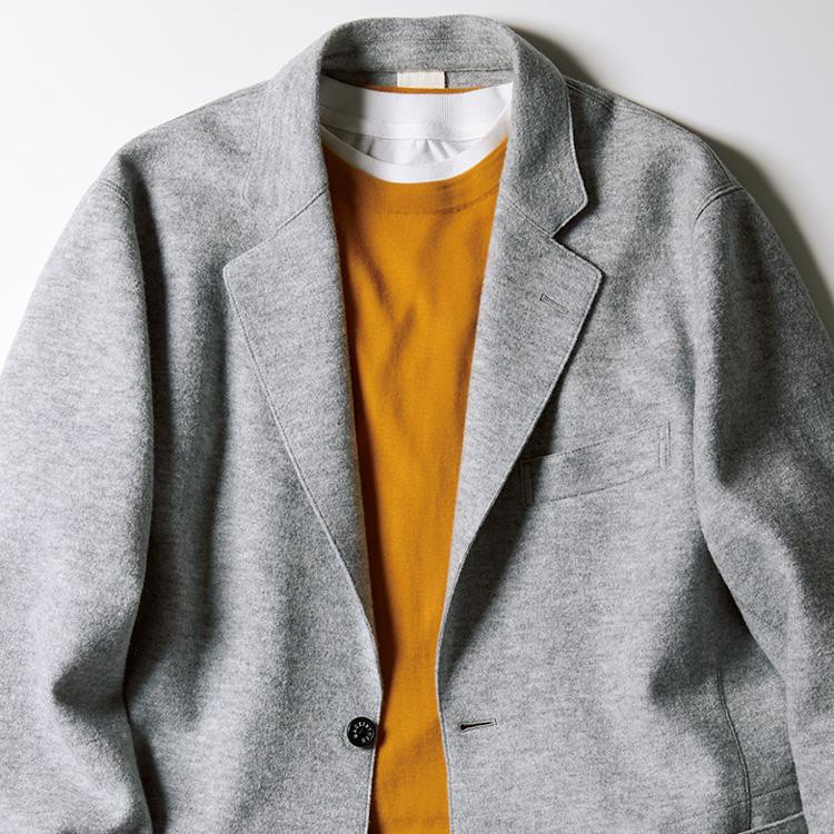 <p><strong>5位<br /> 冬の装いを重く見せない、ライトグレージャケットの着こなし【1分で出来る胸元お洒落】</strong><br /> ダークブラウンやチャコールグレーなど、ダークトーンの色使いが多くなる冬の時期。暗めの色使いで、装いが重々しい印象になりがちな方は、ライトグレーのジャケットを着てみるとよいだろう。ライトトーンで軽快さが生まれ、かつ写真のような鮮やかな色のニットとも好相性。明るい印象を与える装いが可能になるのだ。<small>(MEN'S EX 2020年12月号掲載)</small></p>