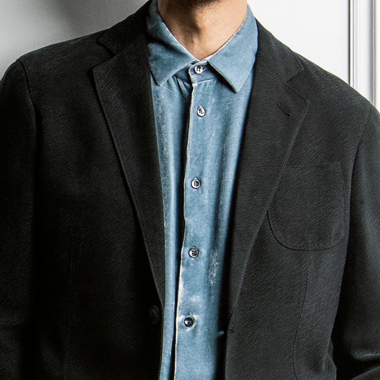 休日ジャケットの装い、色使いがワンパターン化してきたら?【1分で出来る胸元お洒落】