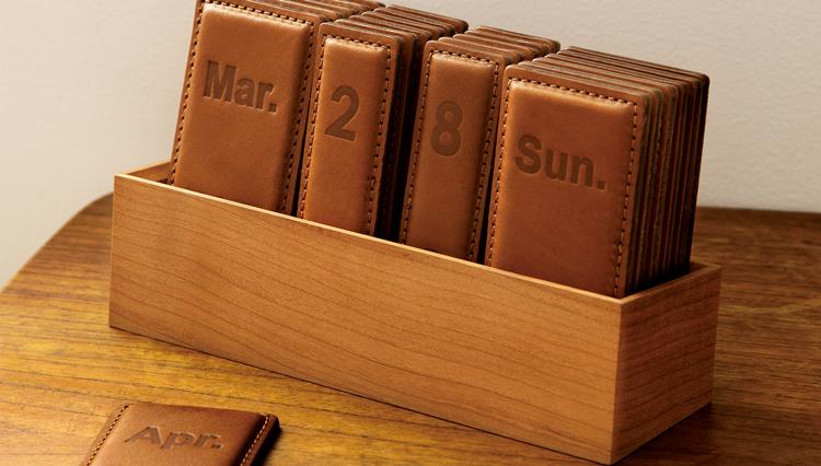 土屋鞄製作所の「パーペチュアル レザーカレンダー」で、毎日を大切に暮らそうか
