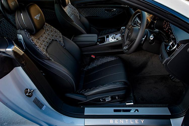 <p>コンチネンタルGTの大きな特徴が車内空間の広さ、そして快適性。最高級レザーを使ったシート、操作スイッチ一つまで作り込まれ、大人の旅をサポートする。もちろん、歩行者警告、レーンアシストといった運転支援も充実している。</p>