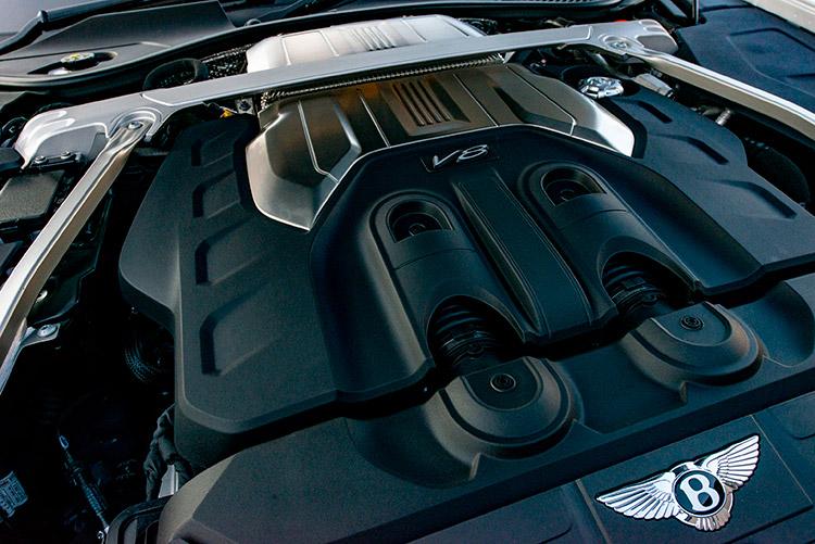 <p>今回の試乗車はV8エンジン搭載モデル。550ps、770Nmを誇り、0-100km/h加速は4秒、最高速度は318km/hとなっている。組み合わせるトランスミッションは8速DCT。</p>