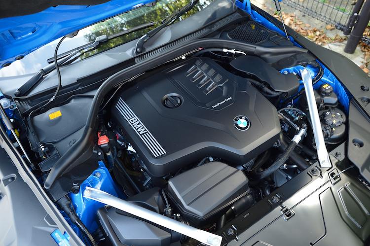 <p>アイドリングストップ機能やブレーキ・エネルギー回生システムなども備え、WLTCモード燃費を12.6km/Lとした。</p>