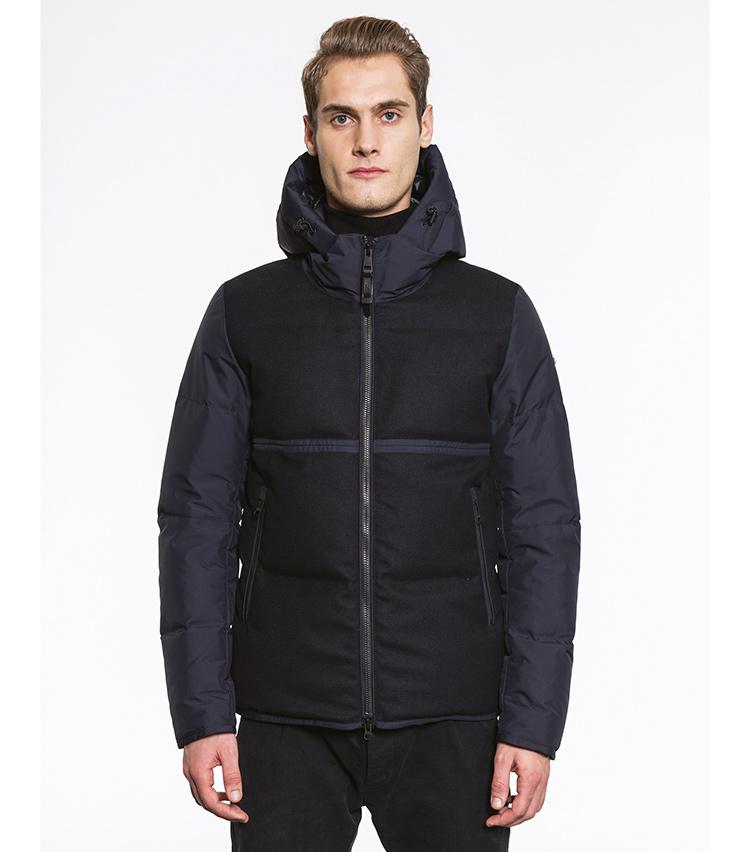 <p>一見重めなブラックカラーも、身頃と袖の色の差異で軽快さを感じさせるコンテンポラリーなダウンウェア「PALM」。7万9000円</p>