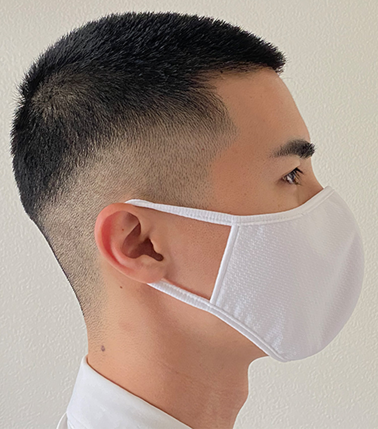 <p><strong>ユニクロの「エアリズムマスク」</strong><br /><strong>M.E.新入部員が着用してみた②</strong></p> <p>耳紐の伸縮性はあまりないが、長時間着用していても痛くなることはなかった。</p>