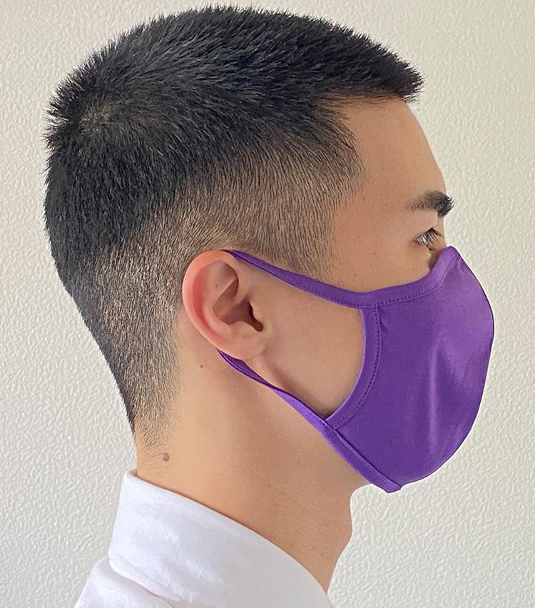 <p><strong>Roco on the runの「接触冷感 ROYAL COOL加工生地使用 洗って使えるマスク」</strong><br /> <strong>M.E.新入部員が着用してみた②</strong><br /> 耳紐に伸縮性はそれほどないが、長時間つけていても耳が痛くなることはなかった。</p>