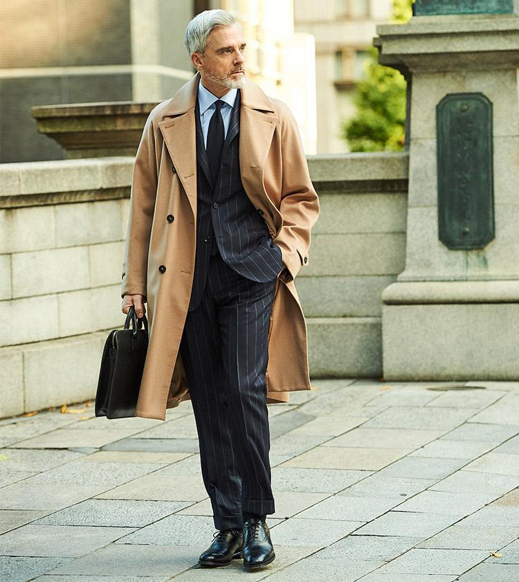 <p><strong>【BEST5】「打ち合わせできちんと見せたい」とき、スーツの柄はどうする?</strong></br><br /> 自身をスマートな人柄に演出したいなら? そんなときはバンカーストライプがシャープな印象のネイビースーツがおすすめだ。こちらのスーツは少しストライプの幅が広めなところも、より洒落感があって今らしい。一見主張が強そうなストライプ柄だが、シャツとタイをブルー系で纏めれば、着こなしが散漫な印象にならず、落ち着いた印象で着られる。</p> <p><a href=