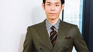 スーツが必須でない人におすすめたいグリーンのダブルブレステッド【森岡 弘と考えるNEW LEADERSの新・勝負服】