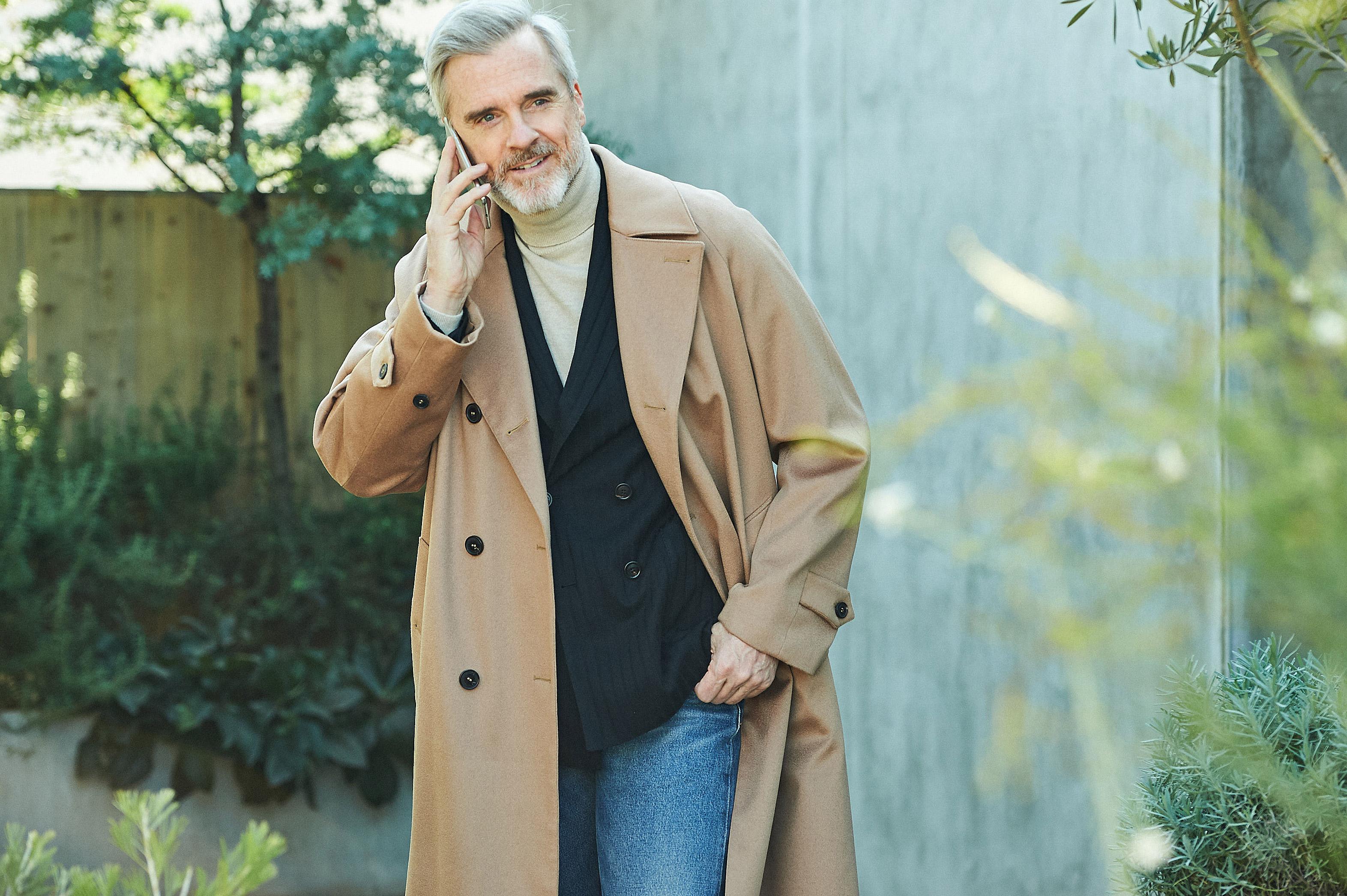 ビジネスで着ていたコート、休日ではこう活用する