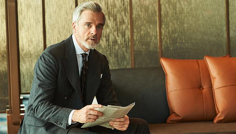 グレーフランネルのスーツに合うネクタイの色は?