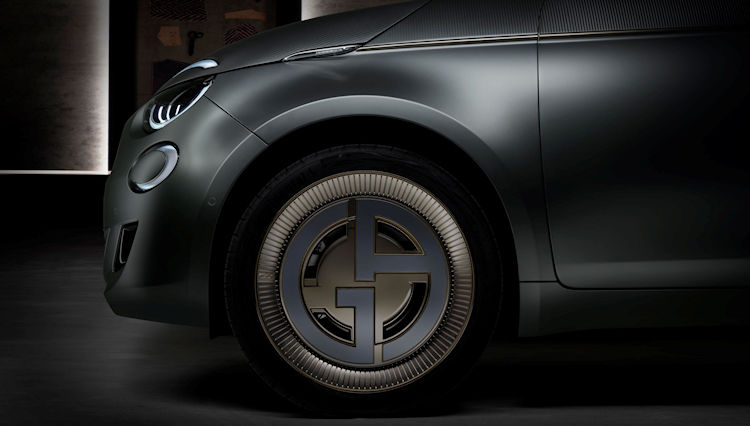 ジョルジオ アルマーニが車を発売!?  世界に1台「FIAT 500 ARMANI」を発表