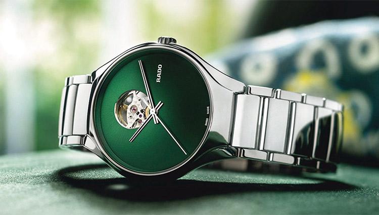 「グリーンダイヤルの時計」なら、個性とやさしさが主張できる【おすすめ8モデル】