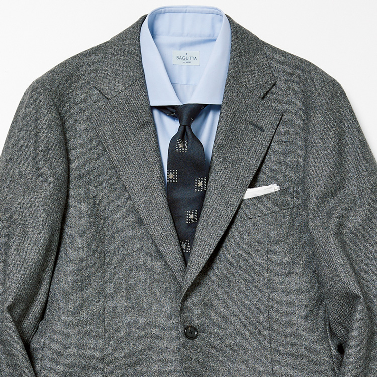 年明けのスーツスタイル、何を着ていく?【1分で出来る胸元お洒落】