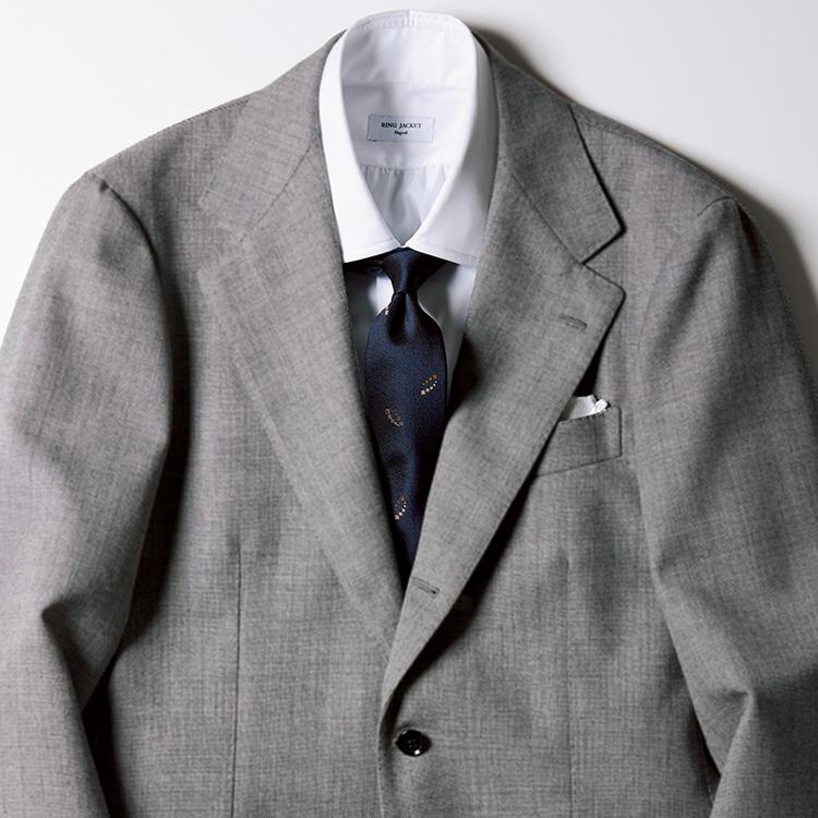 重々しくなりすぎない冬のスーツスタイルとは?【1分で出来る胸元お洒落】