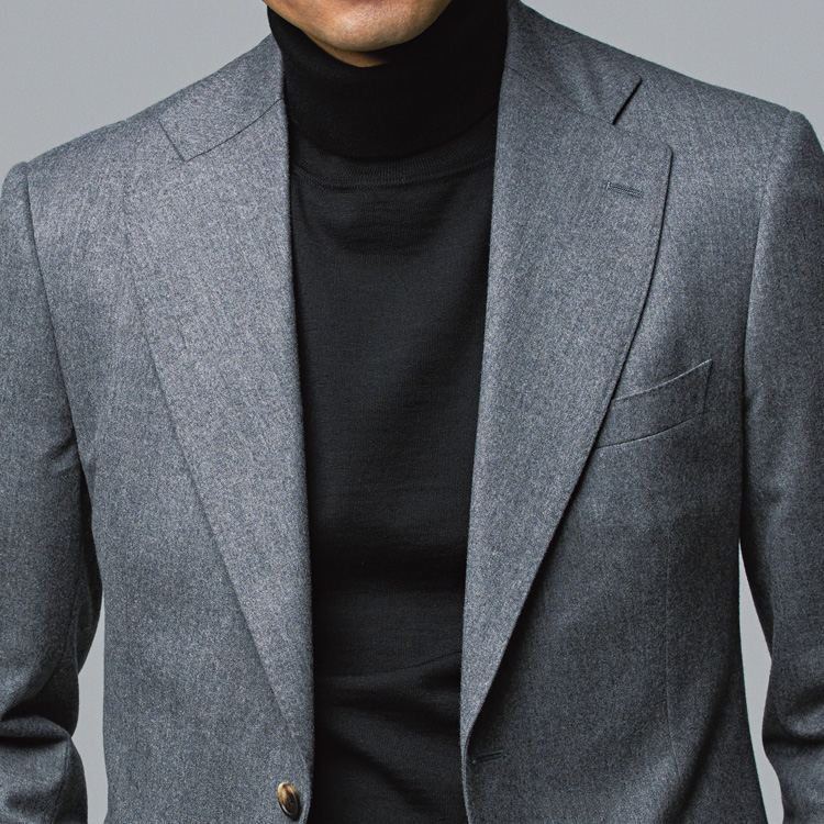 <p><strong>2位<br /> 大人の休日ジャケットスタイル、間違いない着こなしはコレ!【1分で出来る胸元お洒落】<br /> </strong></p> <p>ミドルエイジに相応しい品格と大人らしさを備えたオフのジャケットスタイル。それを最も簡単に実現するスタイリングがこちらだ。誰しも一着は持っているグレーのジャケット、そこに黒のタートルをインナーに差すだけ。上品なグレーと力強く引き締まったブラックの色の組み合わせにより、歳相応のクラス感ある装いが生まれるのだ。<small>(MEN'S EX 2021年1・2・3月合併号掲載)</small></p>