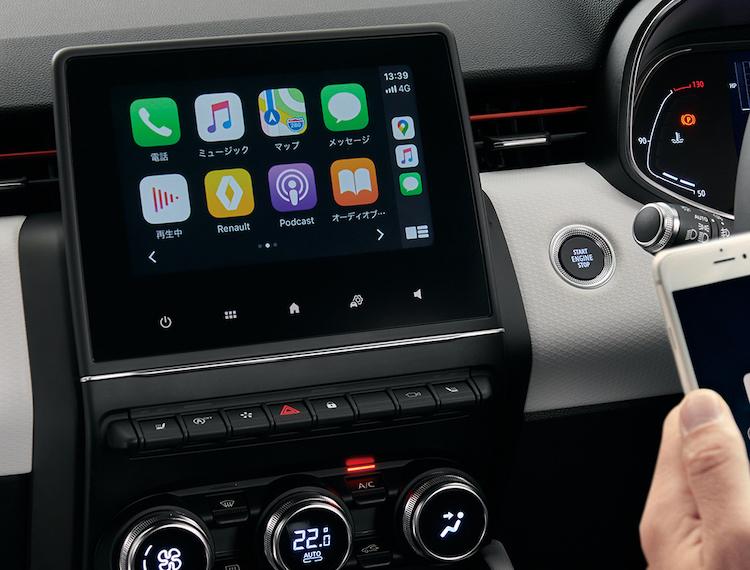 <p>7インチマルチメディア EASY LINKが搭載されており、iPhoneやAndroidスマホを連携することで、普段利用している電話や音楽、地図アプリなどを車内で利用可能。またインテンステックパックではワイヤレス充電パッドが装備されている。</p>