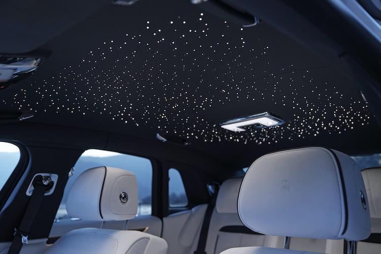 <p>LEDで星空を表現したスターライトヘッドライナーを他モデル同様に用意している。</p>