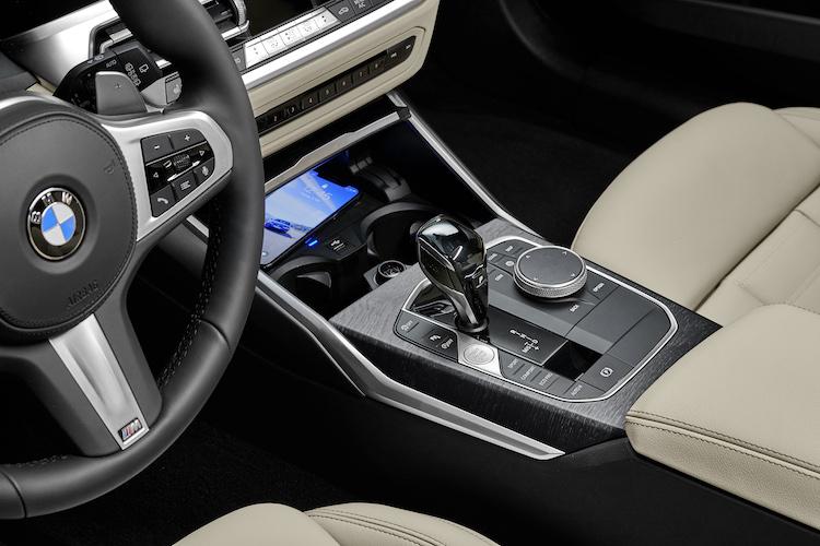 <p>車載通信モジュールを用いた総合テレマティクスサービス、BMWコネクテッド・ドライブを採用。スマホ用アプリ、BMW Connectedも用意されている。</p>