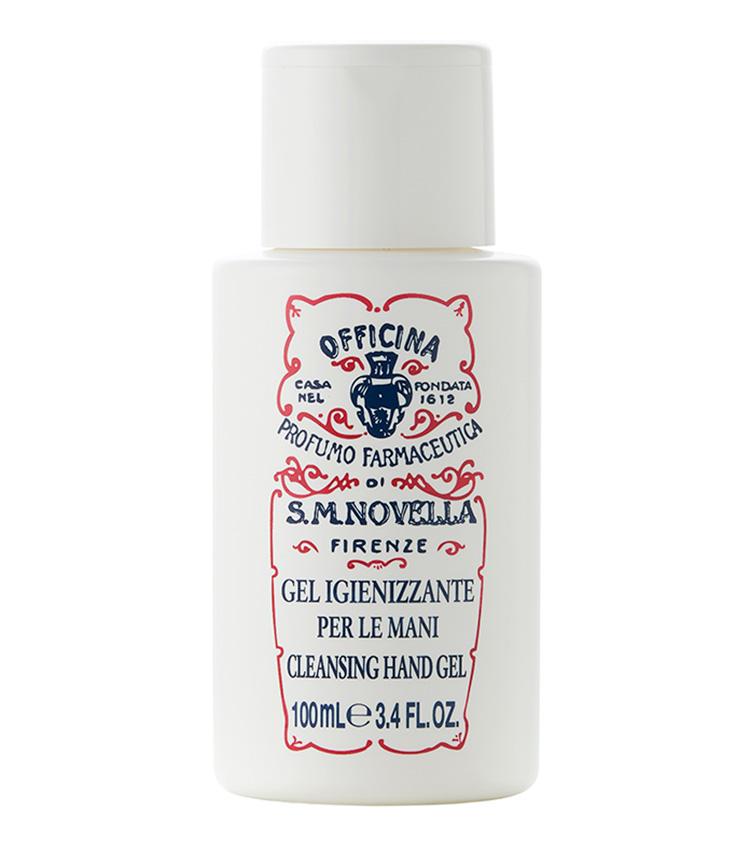 <p><strong>Santa Maria Novella<br /> サンタ・マリア・ノヴェッラのハンドジェル</strong><br /> 世界最古の薬局から届いた見目麗しきこちらの手指用のジェルは使うたびに爽やかなレモンの香りが漂い、手指も気分もリフレッシュできる。保湿成分としてグリセリンが配合されているのもうれしい。100ml 2000円(サンタ・マリア・ノヴェッラ銀座)</p>