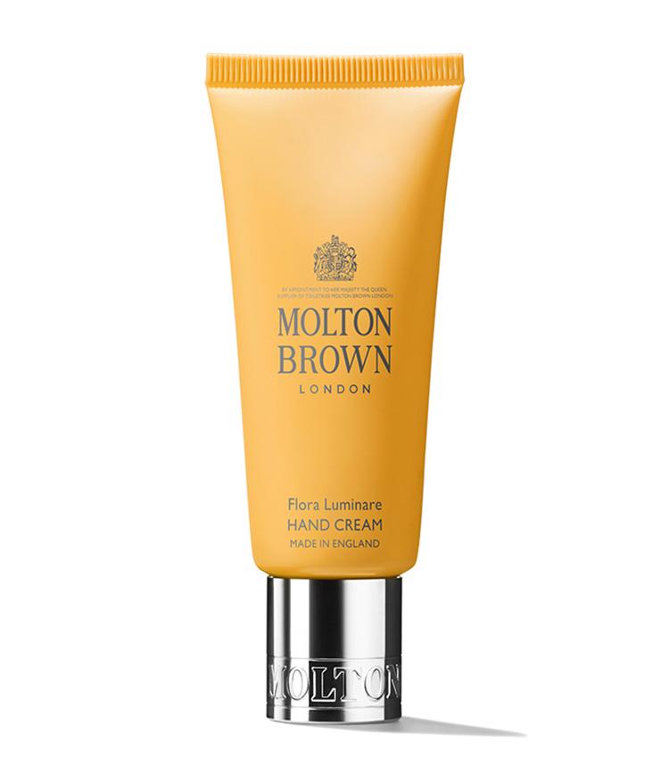 <p><strong>Molton Brown<br /> モルトンブラウンのフローラ ルミナーレ ハンドクリーム</strong><br /> 英国王室御用達のブランドからハンドクリームの新しい香りが登場した。肌にスッとなじむのにリッチな仕上がりは感動もの。ホワイトフローラルの優雅な香りで、パートナーとシェアするのもいい。40g 1800円(モルトンブラウンジャパン)</p>