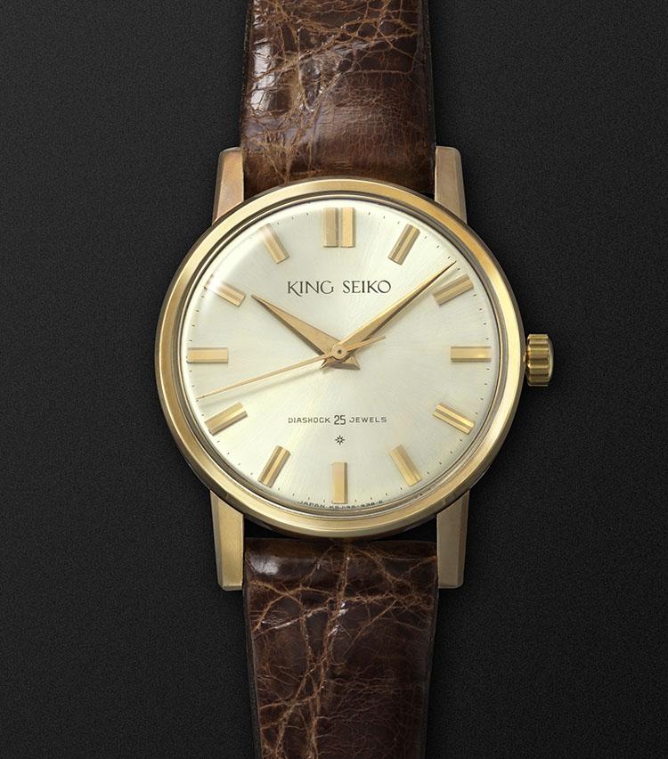 <p>1961年に誕生したキングセイコーのファーストモデル。高級時計らしくゴールドフィルド(金張り)のモデルがメインだった。</p>