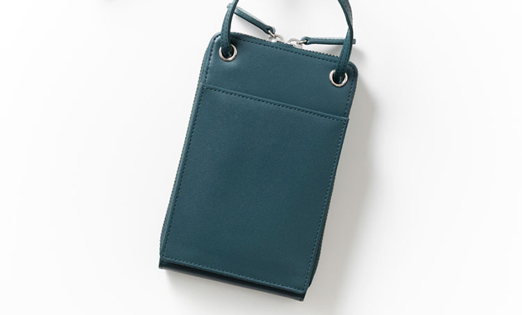 <p>《ゾンネ/背面》<br /> 頻繁に使うものは背面の大ポケットへ。</p>