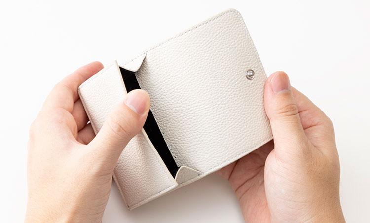 <p>《フラグメント×ブルガリ/コイン室》<br /> コインケースは便利な独立型。</p>