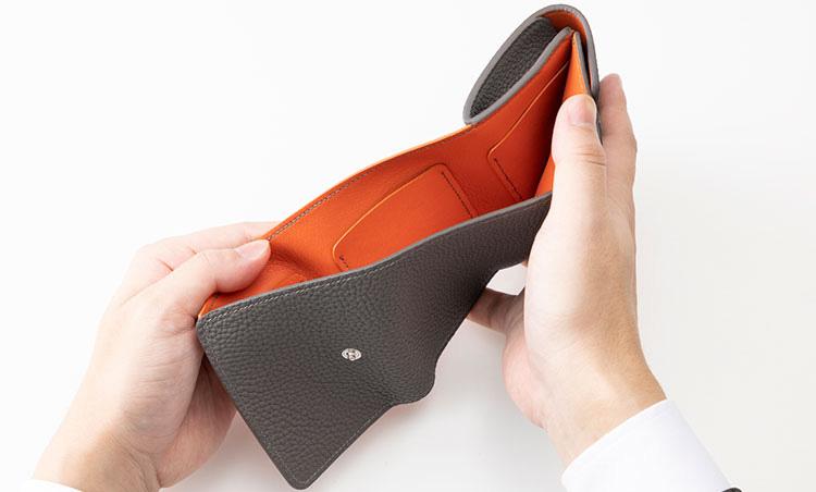 <p>《メゾンタクヤ/カード室》<br /> カードポケットは札室の内側に3つ、外側に2つ備わる。</p>