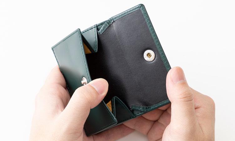 <p>《エッティンガー/コイン室》<br /> カード入れ3つ、札室1つ、コイン入れ1つ、フラットポケット1つを集約。</p>