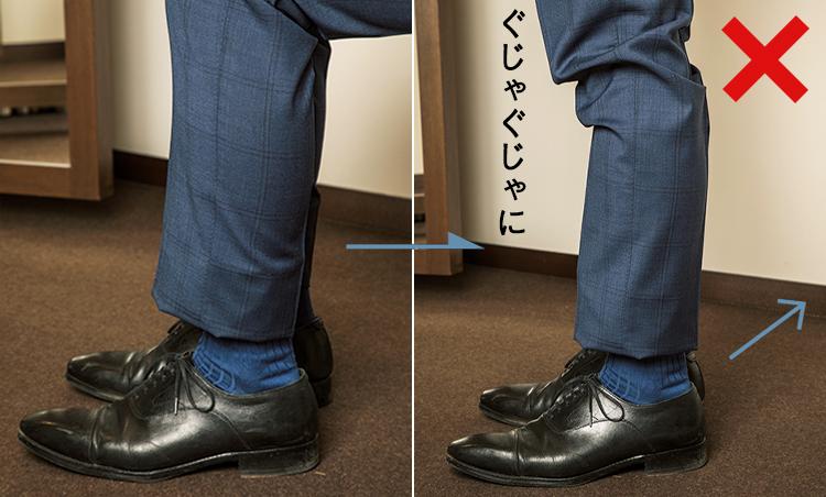 <p><strong>05 立ったり座ったりしたときにもたついてしまう</strong><br /> 腿やふくらはぎ周りに余裕がないと、座るだけで窮屈。立ち上がる時も、生地が引っかかってしまいシワが増える。</p>