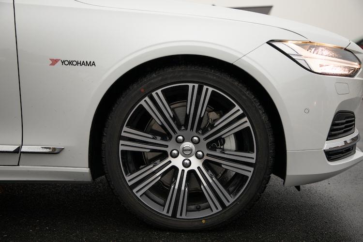 V90 RECHARGE PLUG-IN HYBRID T8 AWD INSCRIPTIONのタイヤ