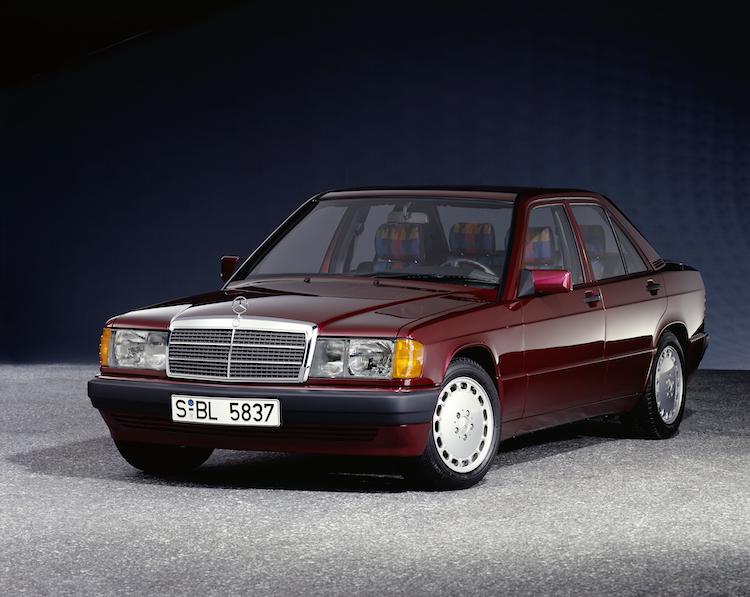 <p>1990年から1993年まで販売された190クラス。全車にマルチリンクサスペンションとABSを標準装備していた。発売当時の価格は約400万円から約850万円。</p>