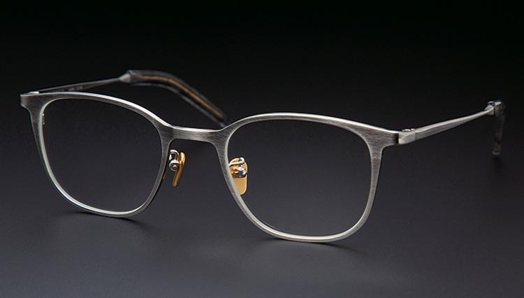 日本が世界に先駆けた「チタン製シートメタル」のメガネフレーム【本格眼鏡大全】