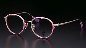 「女性を美しく見せるメガネ」を、メンズも知っておいて損はない…はず!