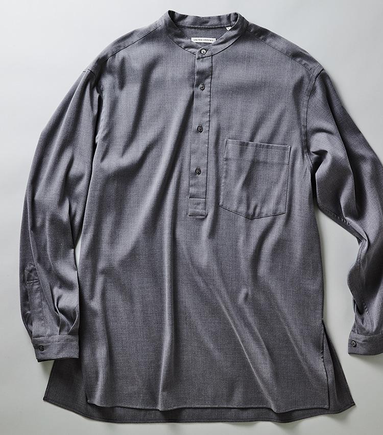 <p><strong>ユナイテッドアローズのプルオーバーシャツ</strong><br /> Tシャツ感覚で被れるプルオーバー型。レーヨン&ポリエステル主体のテロテロな素材も心地いい。1万3500円(ユナイテッドアローズ 六本木ヒルズ店)</p>