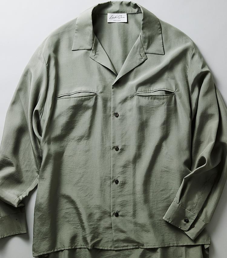 <p><strong>ルクシーのシルクシャツ</strong><br /> ゆったりとしたシルエットに設計したシルク100%シャツ。わずかに表面を起毛させることで、驚くほど柔らかな肌触りに。3万6800円<br /> <a class=