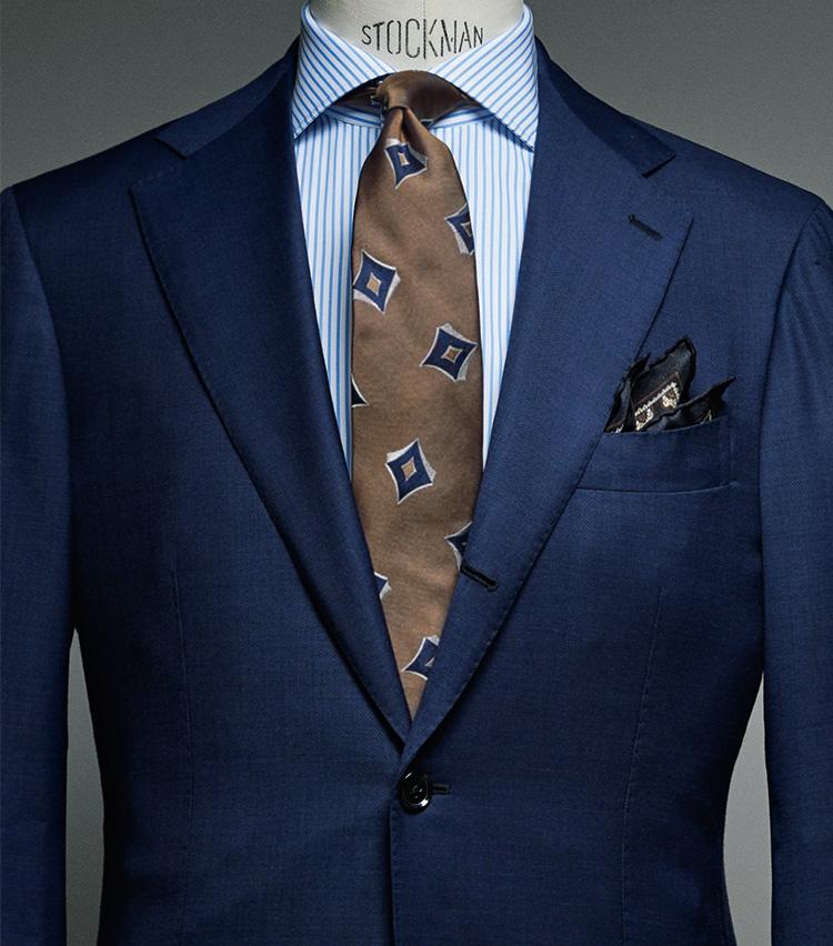ブリッラペルイルグストのネイビースーツ
