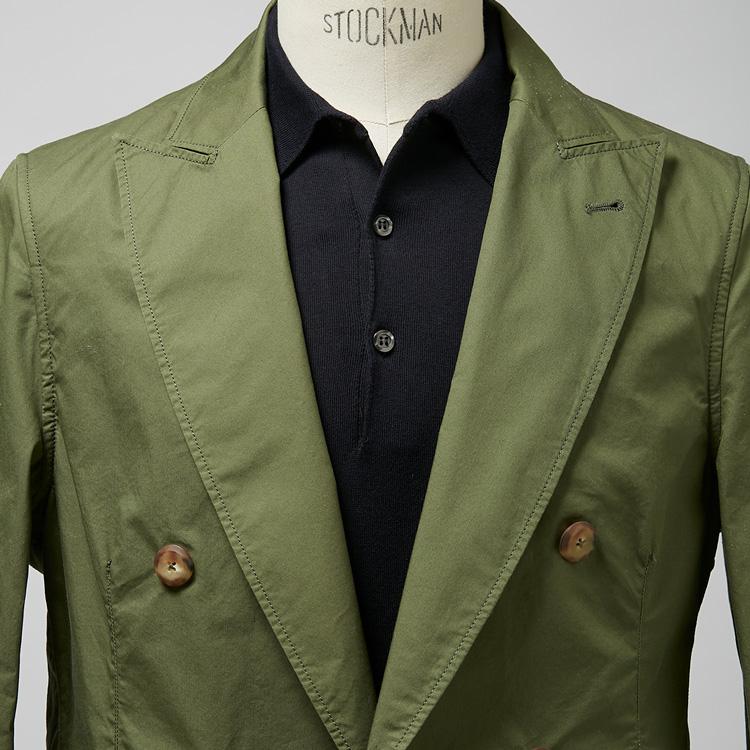 <p><strong>7位<br /> 休日ジャケットをビジカジで着るには?【1分で出来る胸元お洒落】<br /> </strong></p> <p>写真のようなグリーンのダブルブレストのジャケット。本来なら休日に着られることが多いが、これをテレワークや内勤の日などのビジカジに着るならどうすればいいだろうか。そんな時はインナーにポロシャツを合わせるとよい写真のようなグリーンのダブルブレストのジャケット。本来なら休日に着られることが多いが、これをテレワークや内勤の日などのビジカジに着るならどうすればいいだろうか。そんな時はインナーに黒のポロシャツを合わせるとよいだろう。襟付きできちんとした佇まいになり、さらにインナーを黒色にすることでビジネスに相応しいドレス感も備わるのだ。</p> <p><small>(MEN'S EX 2021年4月合併号 DIGITAL Edition掲載)</small></p>
