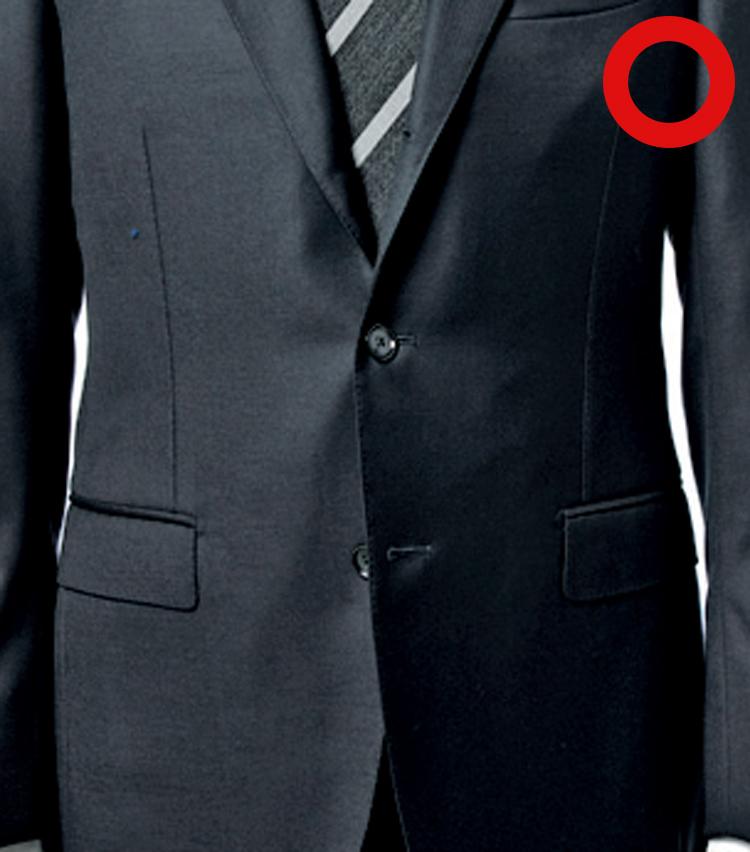 <p><strong>3B(ボタン)スーツは真ん中だけ留める</strong></p>