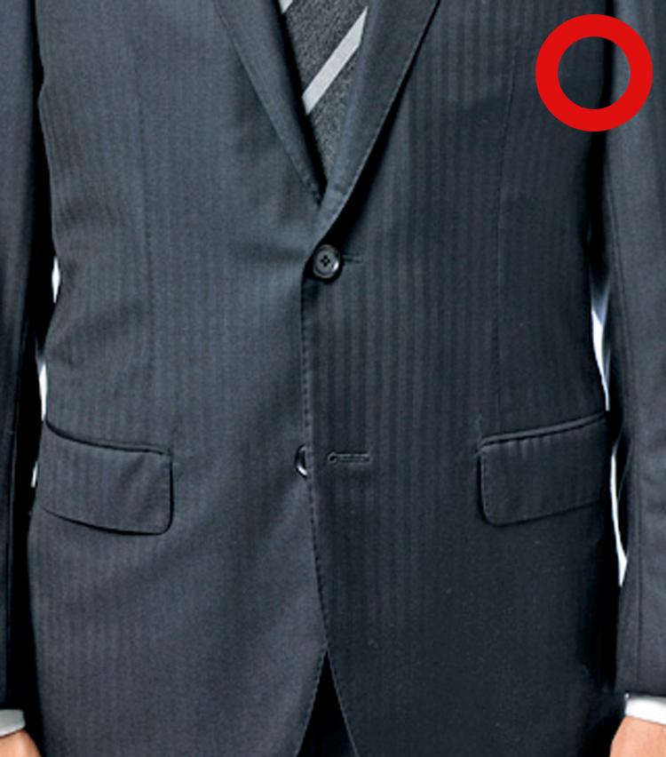 <p><strong>2B(ボタン)スーツは上だけ留める</strong></p>