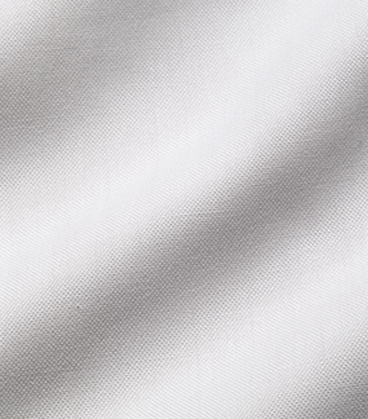 <p><strong>2.ロイヤルオックスフォード</strong><br /> オックスフォードの中でも細い100番手程度の糸を使用したもの。菱形の織りが特徴で、上品な光沢感が出る。</p>
