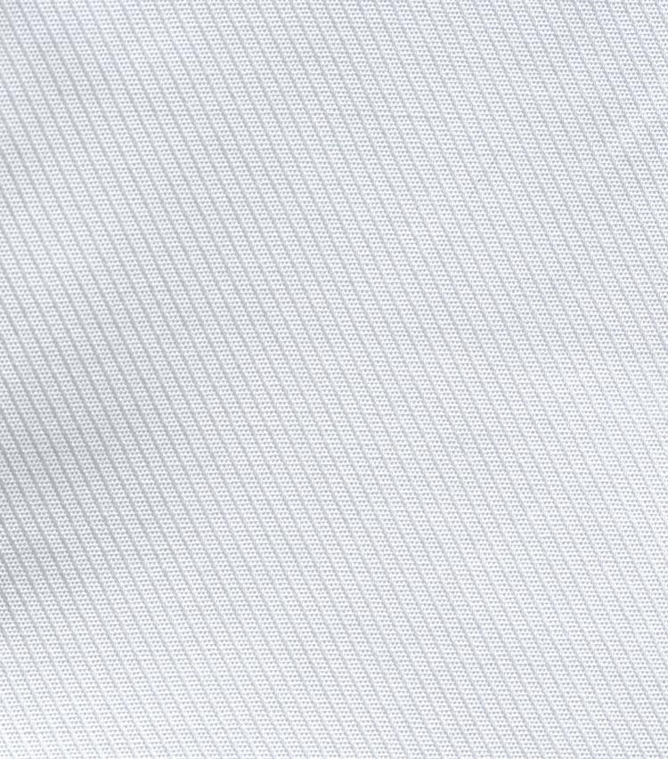 <p><strong>3.ツイル</strong><br /> 綾織りの生地の総称で、斜めの畝状の織り柄が特徴。生地に厚みがあり、シワになりにくく柔らかな風合い。</p>