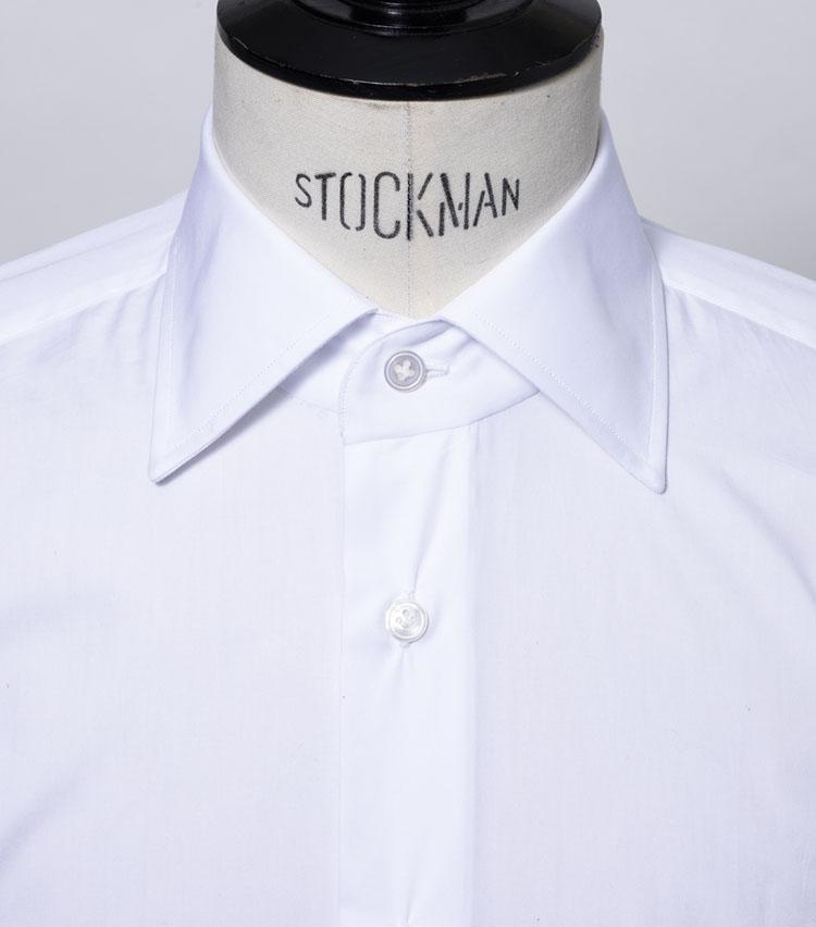 <p><strong>セミワイド</strong><br /> タイのおさまりが一番良い襟型で、現在のシャツでは最も一般的となっている。</p>