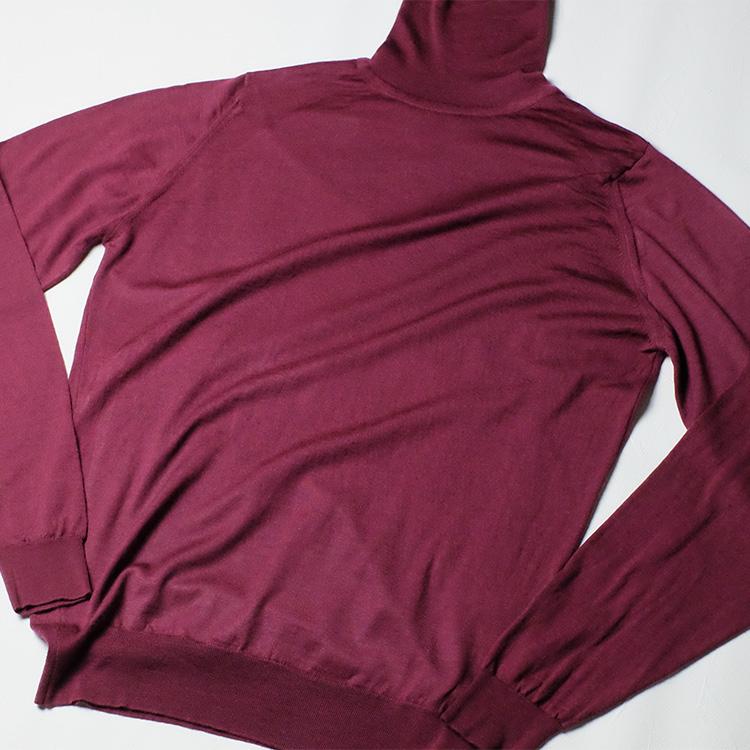 <p>洗濯機で洗い、自然乾燥させてアイロンをかけたのがこちら。色落ちや型崩れすることもなく、綺麗な風合いをキープできている。寒い冬とはいえ、電車の中など暖房が効いた場所では意外にムレて汗をかくもの。シーズンに一回くらいは汚れやニオイを洗い流しておくと、より心地よく着用できる。</p>